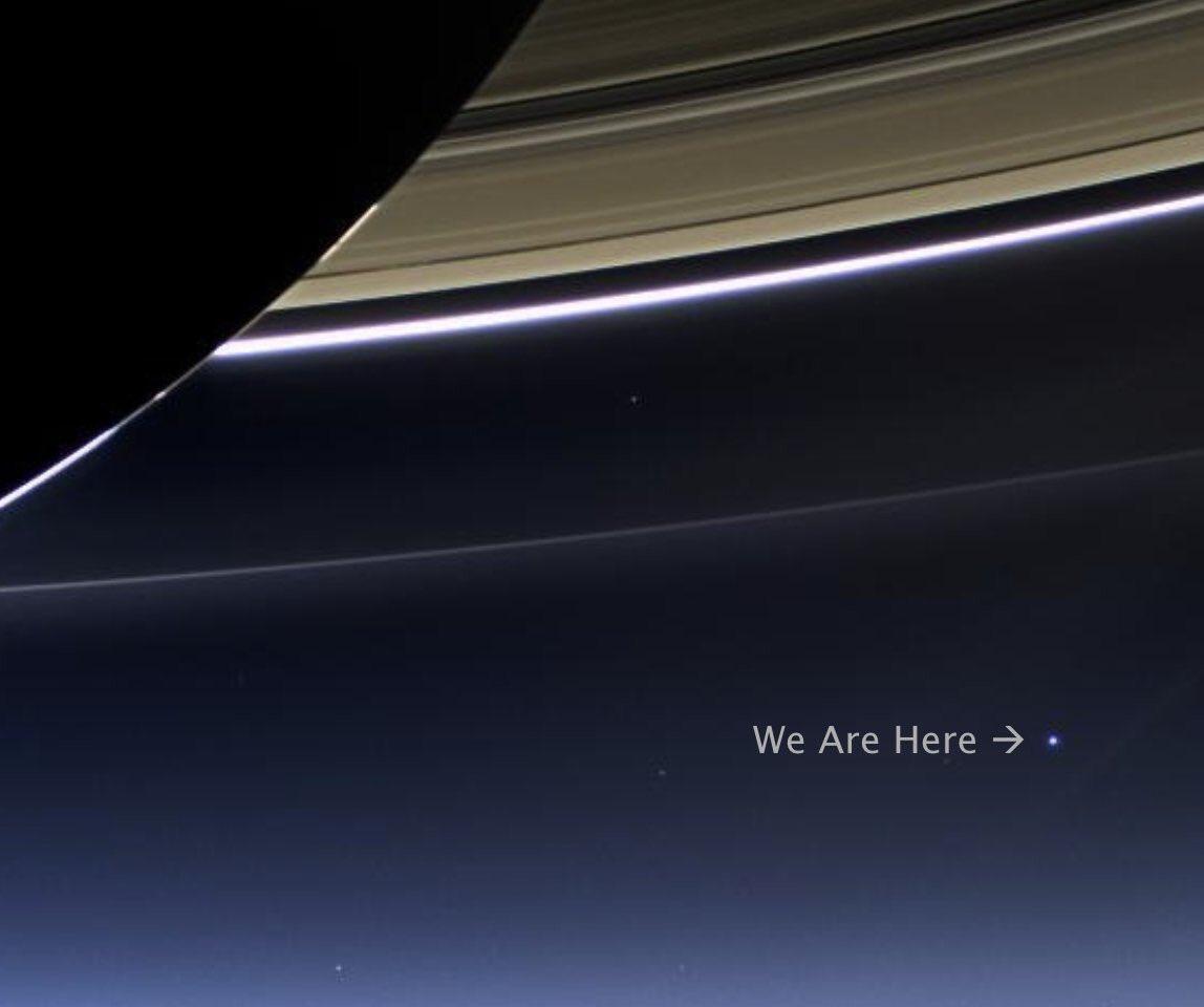 Cassini, a nave não tripulada, tirou essa foto da terra desde Saturno. Somos um nadinha de nada. Sejamos mais irmãos e amigos.