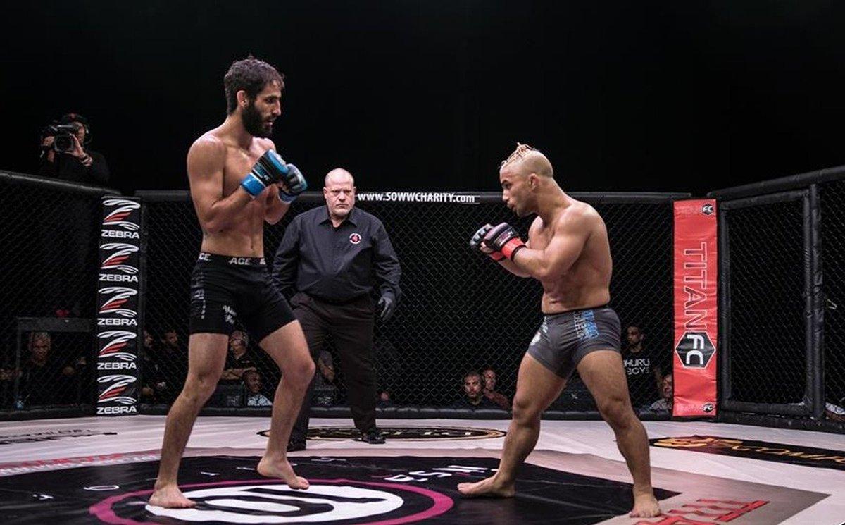 Invicto no MMA e apenas 1,49m: conheça o 'lutador mais baixinho do planeta' https://t.co/ulEiqzJILe