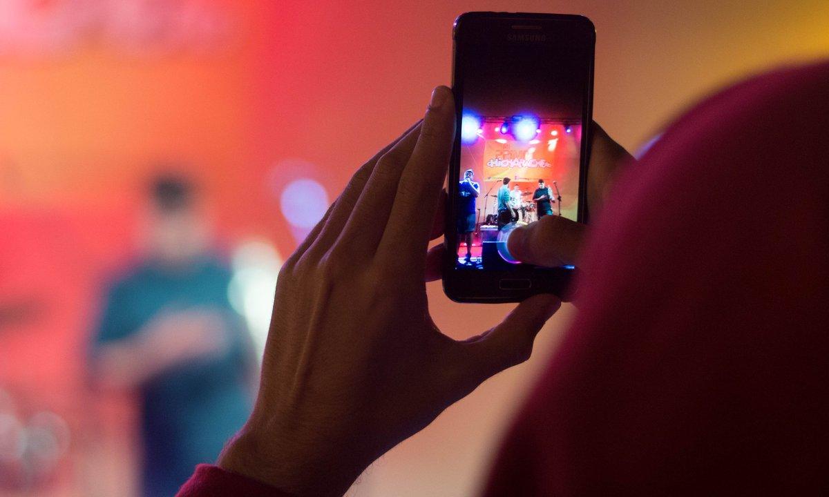 Tienes vídeos de nuestros conciertos? Estamos preparando un gran vídeo de nuestro #ApothekeSummerTour y queremos todo el material posible!