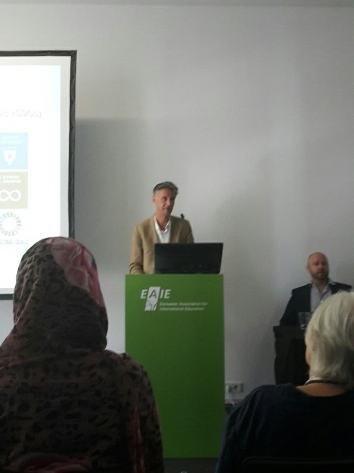 Peter Wells: refugee crisis calls for innovative #highered and digital sollitions @HigherEd_UNESCO #EAIE2017 <br>http://pic.twitter.com/d19AzEGtEP