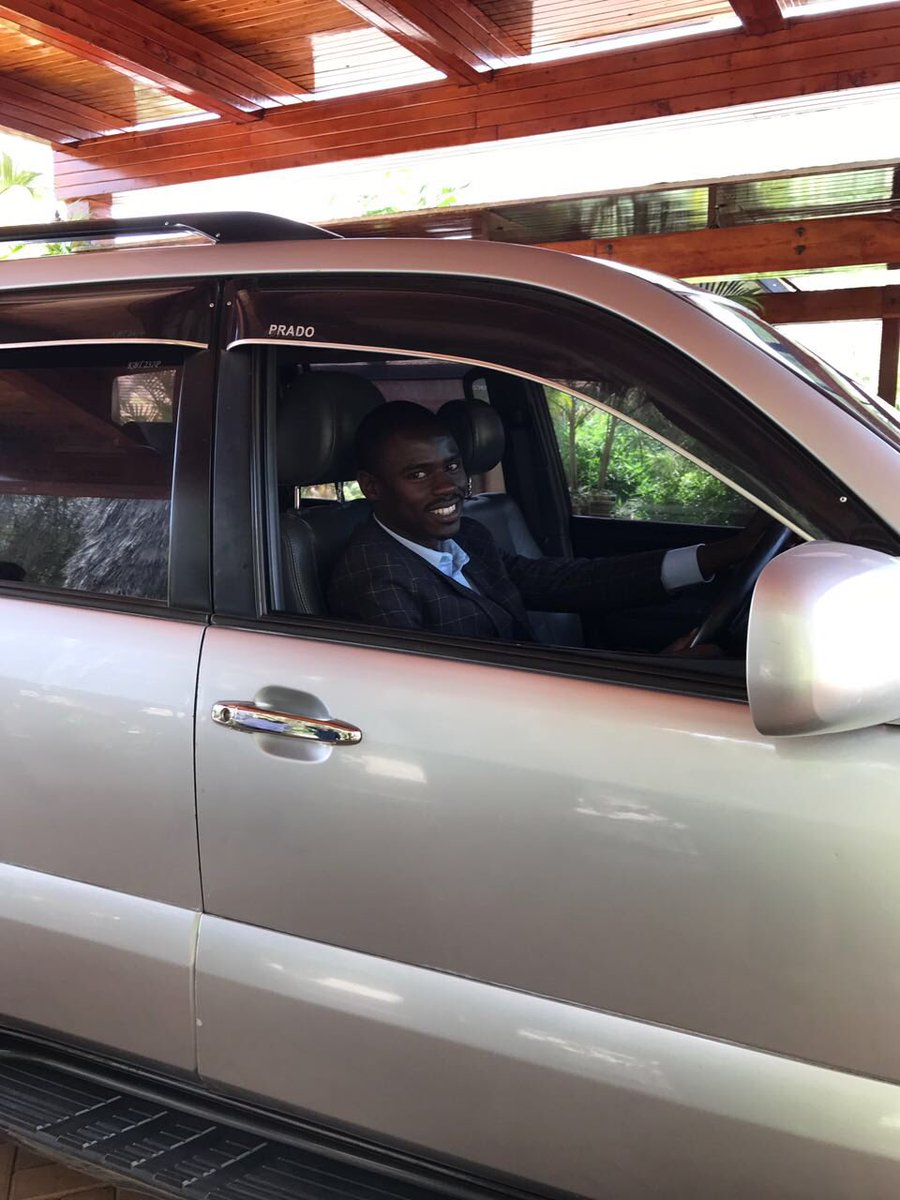 President Kenyatta donates a Toyota Prado to 23 year old John Paul Mwirigi, the MP for Igembe South @K24Tv https://t.co/QlYcEae2GP