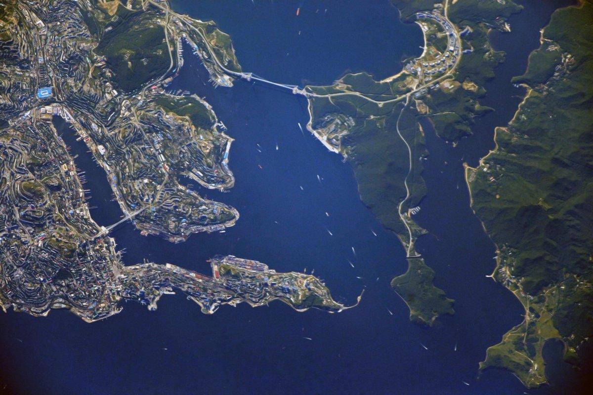 Фото с космоса остров русский