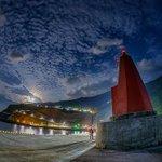 灯台と居待月。(先日御蔵島にて撮影)今週もお疲れさまでした。穏やかな週末になりますように。 pic.…