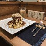 前回売り切れで食べられなかった浅草の、噂の、紅鶴に行ってきた!!も、パン生地がふわっふわ!!皿を揺ら…