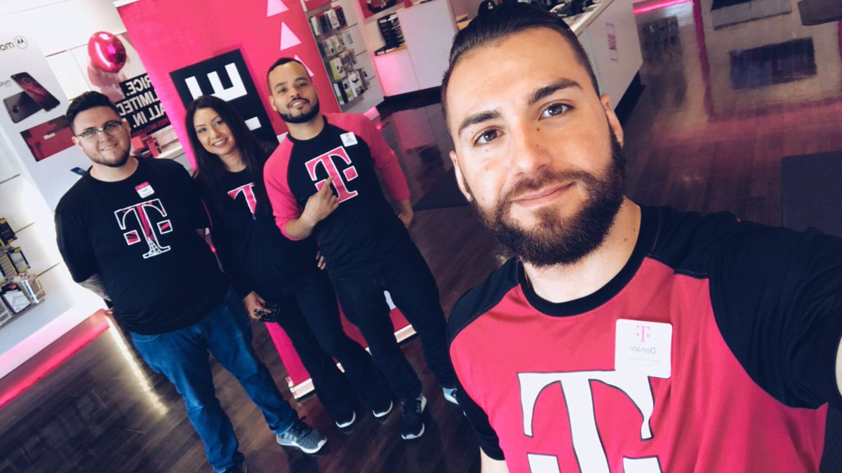 schaumburg team is ready to rock it today for note8 and iphone preorders! #NCredible #ILNWI #note8 #iphone @yes_i_cantu @Kenyadunn12<br>http://pic.twitter.com/anjl6UCgT1