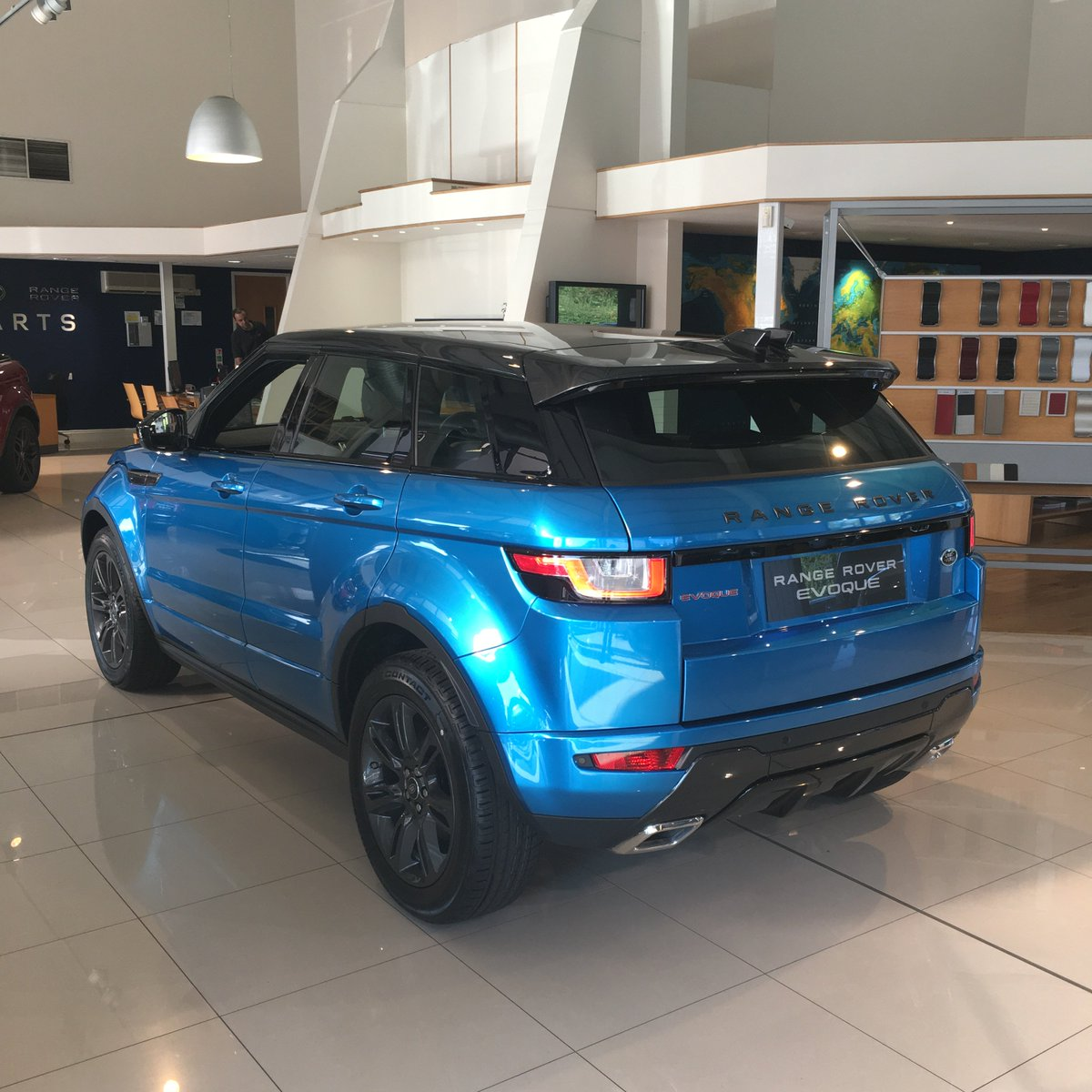 barretts land rover on twitter range rover evoque landmark edition designed to stand out. Black Bedroom Furniture Sets. Home Design Ideas