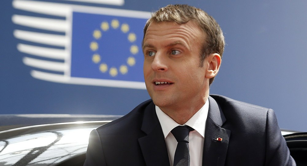 .@EmmanuelMacron calls for immediate lifting of traffic #embargo on #Qatar - #Elysee Palace  https:// sptnkne.ws/f2hN  &nbsp;  <br>http://pic.twitter.com/dzc8zRrP4B