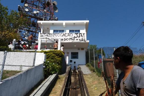 Após ocupar torres de transmissão, índios negociam com o governo paulista. https://t.co/F4xSNuG70d 📷 Daniel Mello/ABr