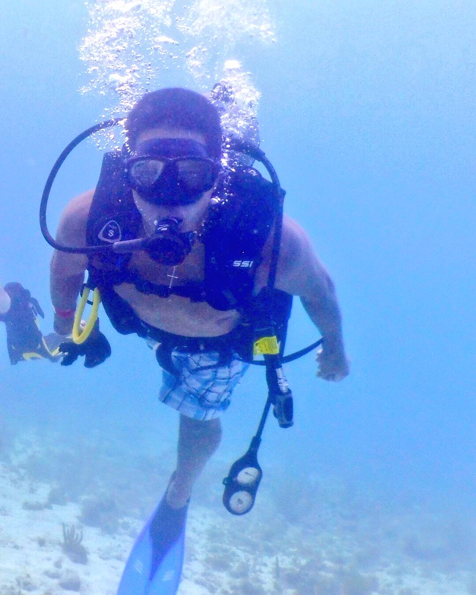 Just out here searching for Nemo and Dory #cancun #mexico #vacation #scubadiving #fish #coralreef #bubbles<br>http://pic.twitter.com/QJxgIHMJcZ