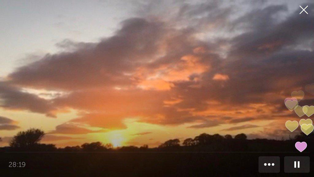 .@Surfgalsussex on #Periscope :  Sunset from the Irish countryside #travel to W Cork #insp…  https://www. pscp.tv/w/bIreWjEwMDU5 ODY0fDFCZEdZV2VPbWtYeFjfXGJLXXJhO7DXY1-Ep1e9FQab4tXlwAkFebxEVwk82Q== &nbsp; … <br>http://pic.twitter.com/x4iTrVH5Iy