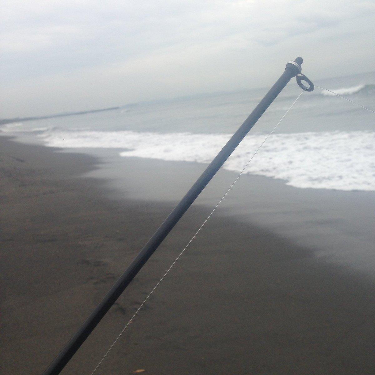 11時10分。   雨、あれからしばらく降ってない。虹ケ浜のほうはサーファーの数、大分減ったみたい。  #平塚海岸 https://t.co/ADCL4TgLu9