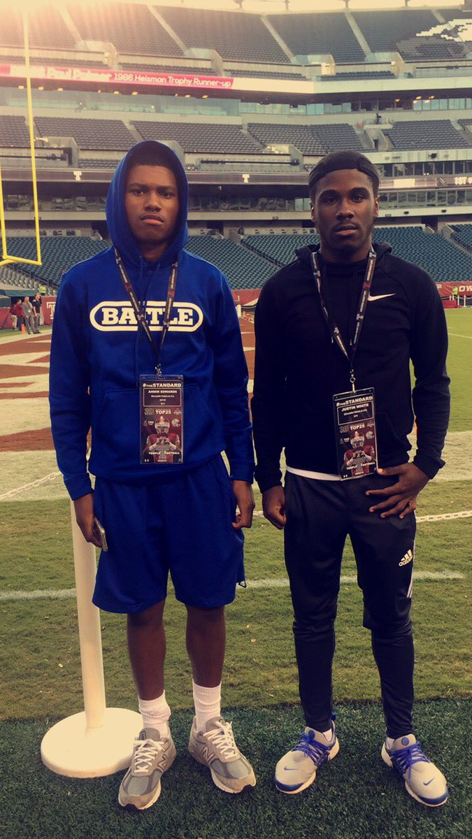 Our two seniors @__mizzy___ &amp; @jwhite6_ invited out to temple for the game tonight.. #WRU <br>http://pic.twitter.com/bGGkZ63Uk8