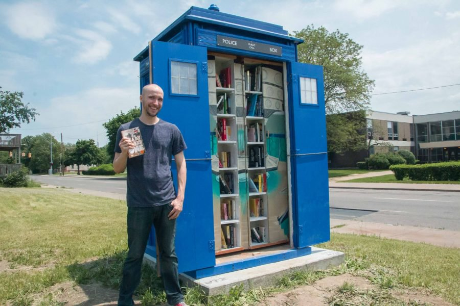 #Geek Awesome of the Day: #DrWho #Tardis Free #Library #Books by @LtlFreeLibrary v @openculture #SamaBooks #SamaGeek