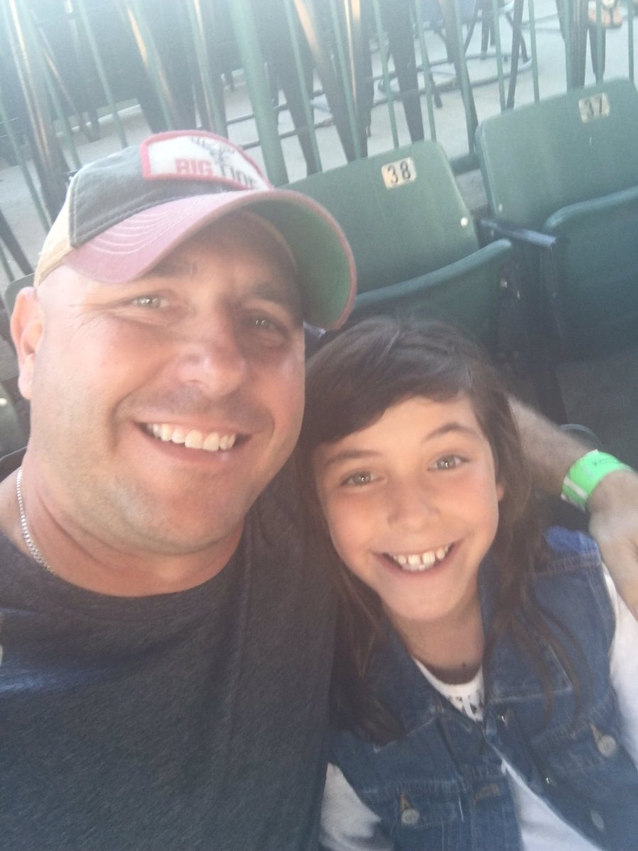 With my Favorite 9 year old. Her first concert! #Luke <br>http://pic.twitter.com/0FCJu4tMJ5