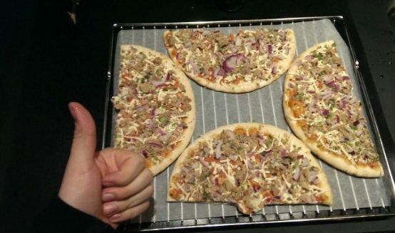 【この発想はなかった】 ピザを1度に2枚焼きたい?そんなときは、こうするといいよ