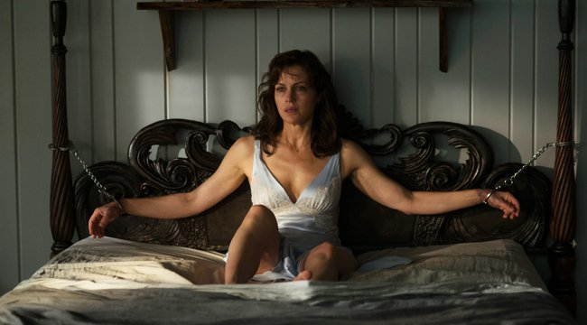 Netflix&#39;s #Gerald&#39;sGame finds claustrophobic horror in a hard-to-adapt Stephen King story  http:// uproxx.it/2xDnmEE  &nbsp;  <br>http://pic.twitter.com/GPExGAbfbO