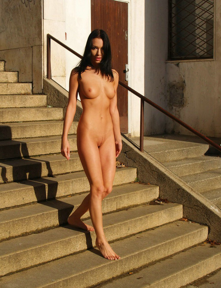 Gwen Nude Public 44