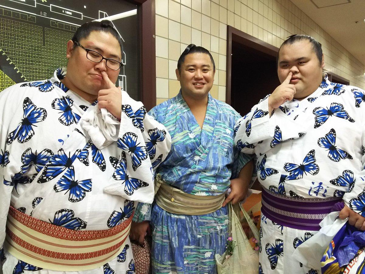 """相撲大好き a Twitter: """"秋場所千秋楽写真。 ①木瀬乃若くんを囲む ..."""