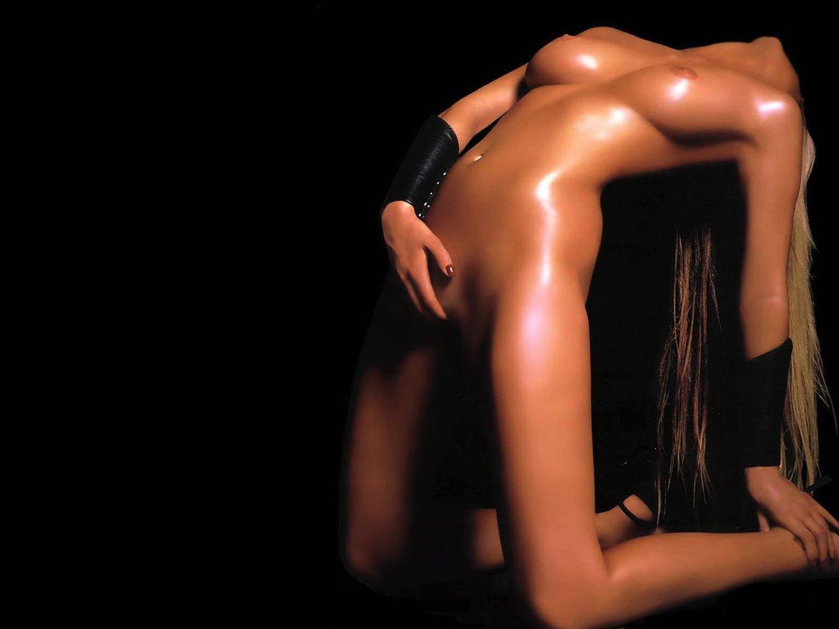 цветные фото голых девушек на черном фоне данном сайте