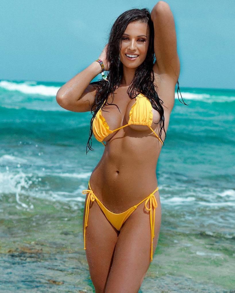 Kim kardashian strips down for sexy bikini photoshoot amid possible divorce