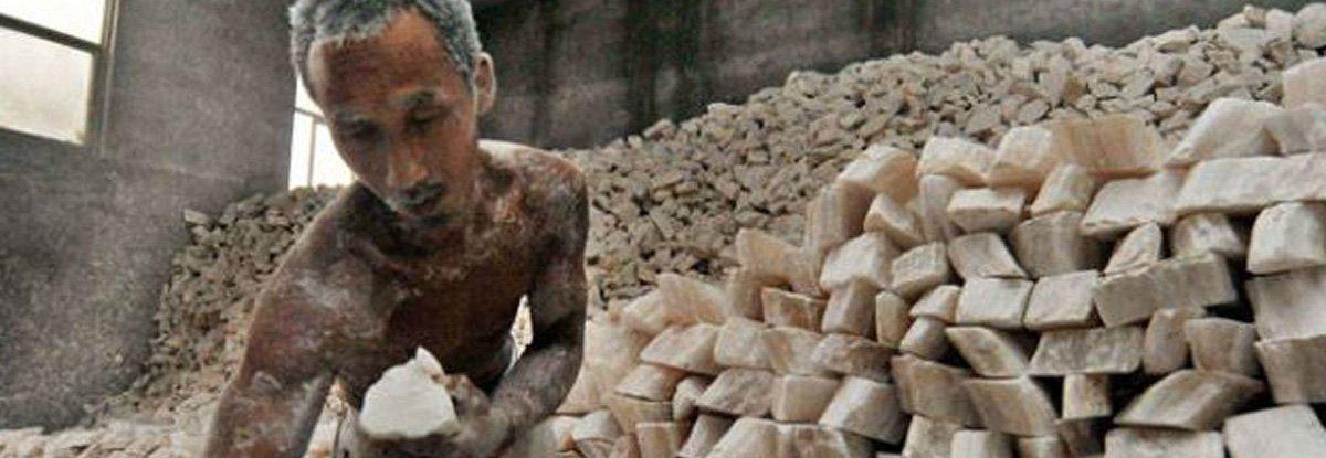 Vergonha internacional. Fiscalização contra o trabalho escravo está suspensa no Brasil https://t.co/w2Q4R7ZvJZ https://t.co/dW6of46pJv