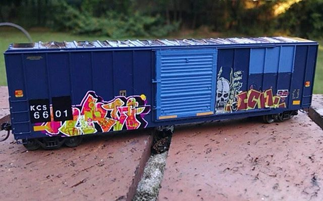 Looking rad Radisson... Bad pun I&#39;ll show myself out --- Another boxcar finished #modelrailroad #modeltrains #microscale : @mcguireradisson <br>http://pic.twitter.com/alUQeEzQPO