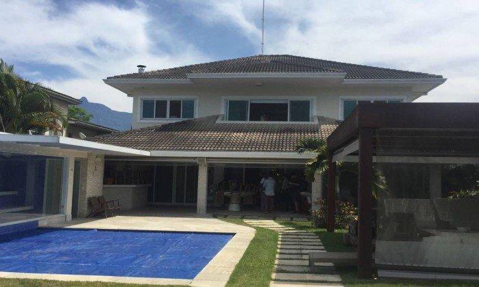 Juiz nega pedido de Cabral e Adriana Ancelmo e mantém leilão de mansão e outros bens. https://t.co/9C1MOKJYyt