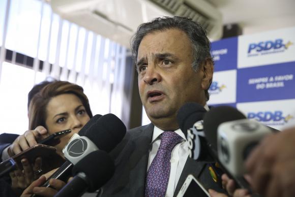 Senadores tucanos deixam para Aécio decisão sobre renúncia à presidência do PSDB. https://t.co/ndVlfTzmAc 📷Antonio Cruz/Arquivo ABr