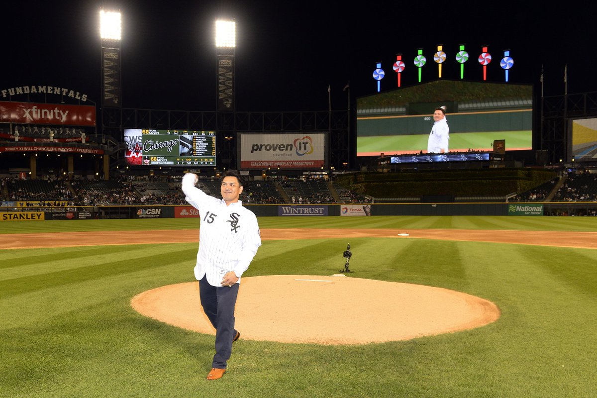 本日、井口選手がホワイトソックス本拠地最終戦のファーストピッチセレモニーに登場しました!(photo by Ron Vesely/Chicago White Sox) #chibalotte