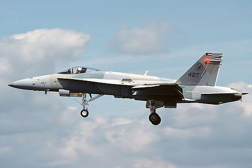 كندا تفكر بشراء  مقاتلات مستعمله نوع F/A-18 Hornet من الكويت  DK2w3ZFVAAAxZxa