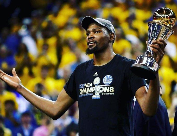 Bugün günümüz basketbolunun en de erli oyuncular ndan Kevin Durant\in do um günü. Happy birthday
