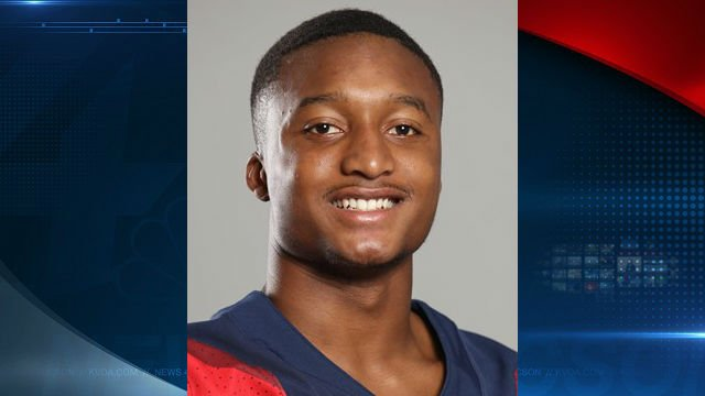 #BREAKING UA freshman Scottie Young Jr. arrested for domestic violence incident. https://t.co/j3L49R3SiV