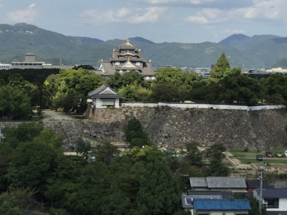 岡山城。別名烏城、姫路とま逆