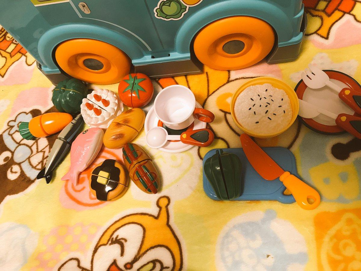test ツイッターメディア - ほんとは木材のままごとセット欲しかったが、男の子だし…と思って話題のセリアのおままごとセット買ってみたw 食器とか鍋とか食べ物全部合わせて千円ちょっと??流石100均w結構他にも選んでる人沢山いたわ?? 喜んで遊んでるw 良かった良かった??  #seria #おままごと https://t.co/zNzNmkcLZ5