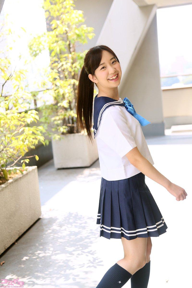 制服姿の葉山夏恋さん