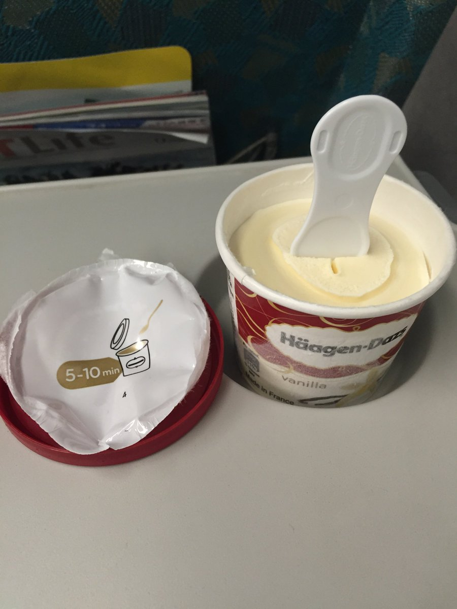 台湾の新幹線車内販売で売ってるシンカンセンスゴイカタイアイスはスジャータではなくHäagen-Dazsで、ご丁寧に5〜10分待てよ、って書いてあった。 #シンカンセンスゴイカタイアイス  #新幹線硬邦邦冰淇淋 https://t.co/CwLCfgDFhS