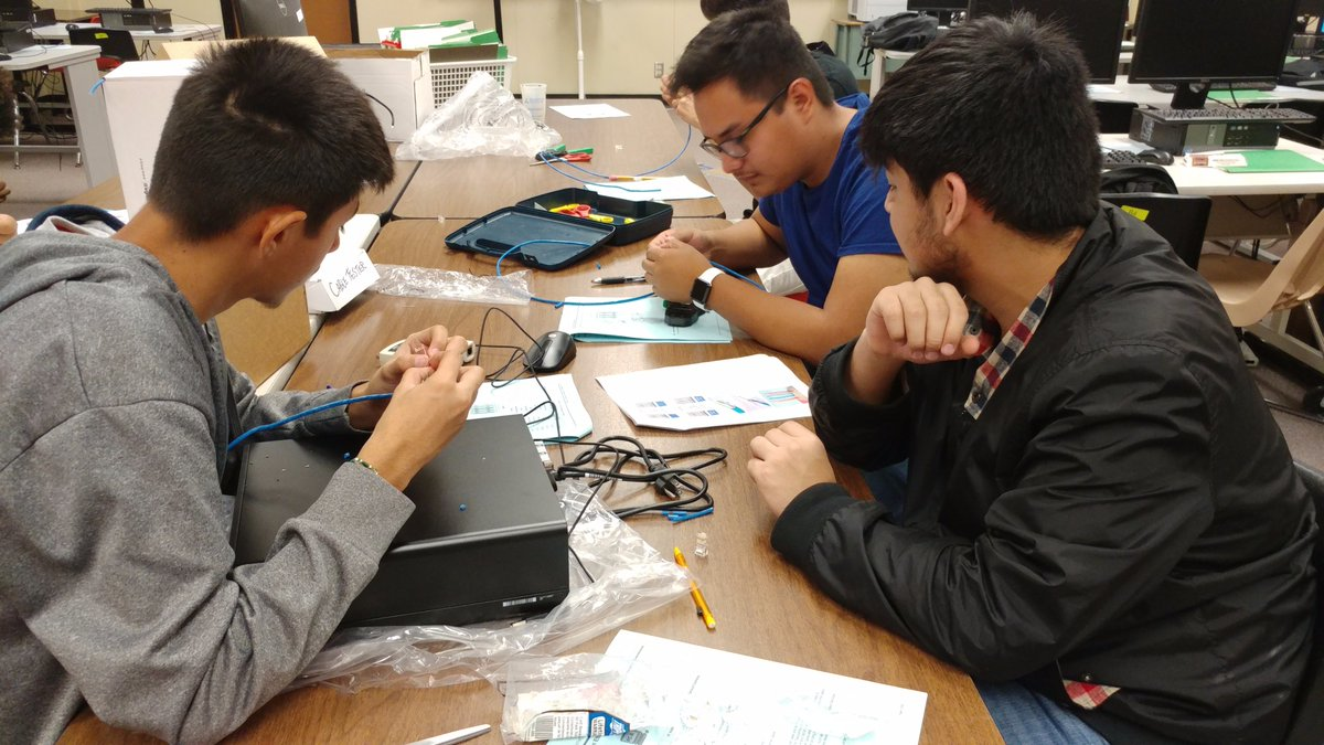 Alief Center For Advanced Careers It On Twitter My Students Making Make Ethernet Crossover Cable And Cables In Computer Networking Class This Is A Fun