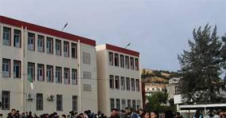 #Algérie Le maire s'explique !  http:// dlvr.it/PrN99P  &nbsp;   #Kabylie #DDK <br>http://pic.twitter.com/MnOMeAjCXr
