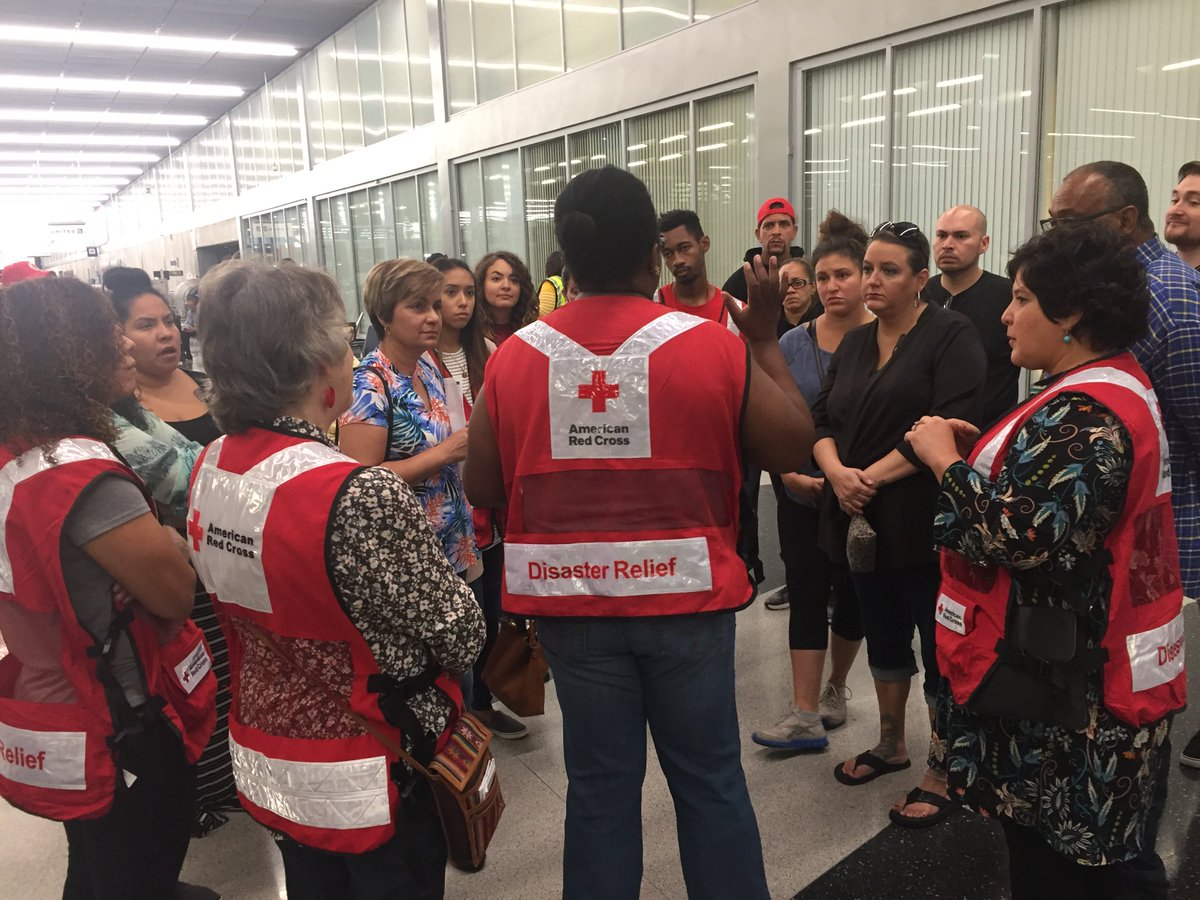 """American Red Cross of Chicago & Northern Illinois on Twitter: """"25 Red Cross  volunteers are waiting at O'Hare to provide water, snacks and comfort to  people ..."""