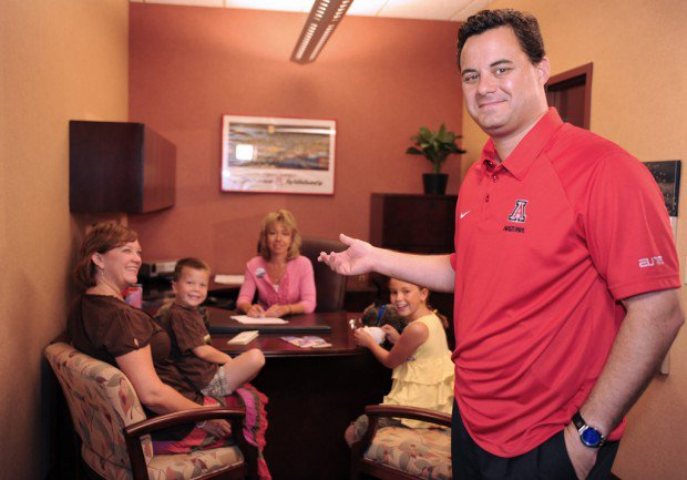 Credit union removes Arizona Coach Sean Miller's ad photos from website https://t.co/rABlCahgbw