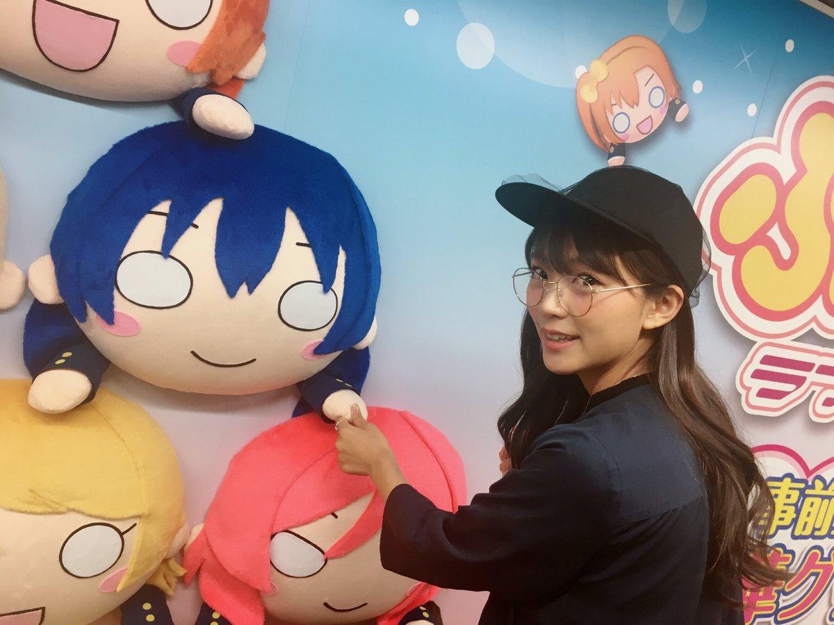 新宿駅にあるぷちぐるラブライブ!の広告見にいってきたよー💕 まーるくて可愛いー!!海未ちゃんと握手してきたー(゚∀゚)💕 早く遊びたいなー💕💕💕💕