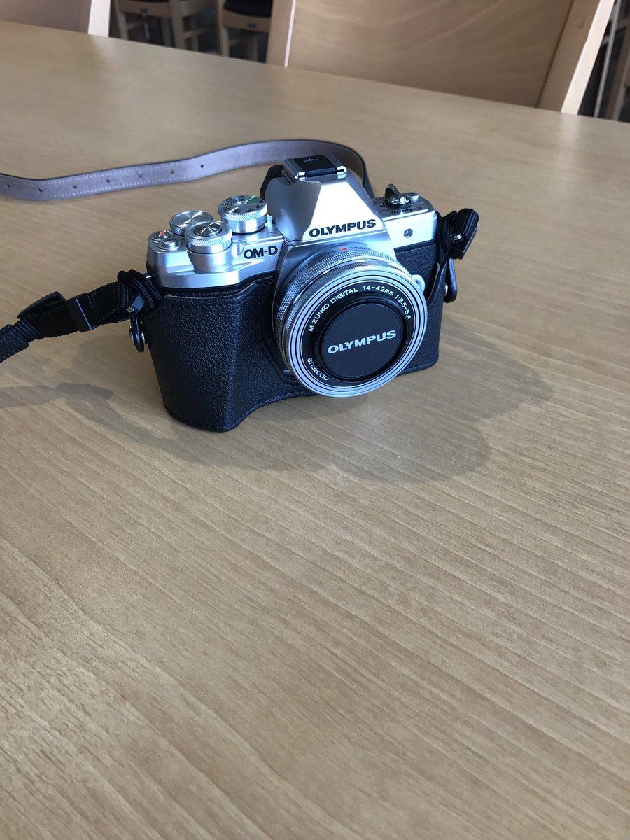 先日、OLYMPUSの OM-D EM-10 Mark IIIのカメラを手に入れまして  今まで一眼レフのカメラ持ったことなかったけどこれを機にバンバンとカメラで写真を撮ろうかと思います(´ω`)  台湾の写真もたくさん撮ってきますね(^^) 写真はカメラとカメラ小僧。