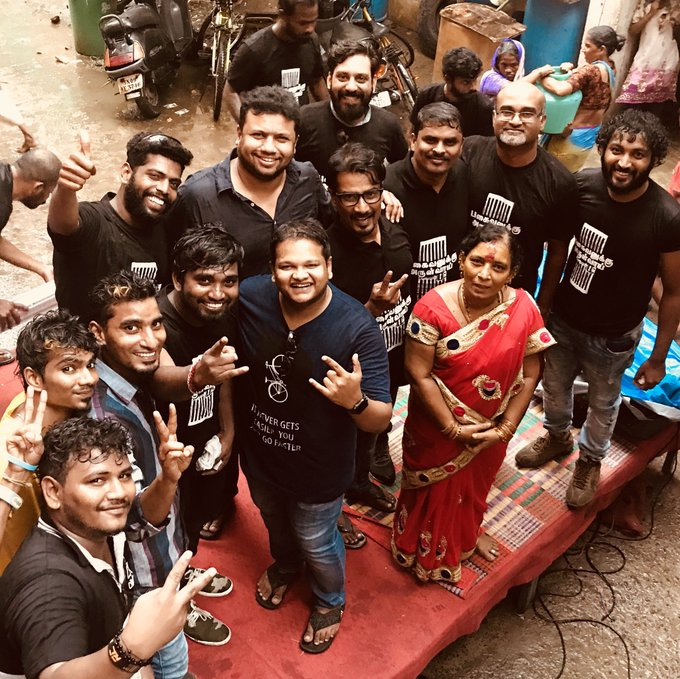 A moment in rain after the fun #gaana session in Vada chennai yesterday https://t.co/F18XfqdeU6