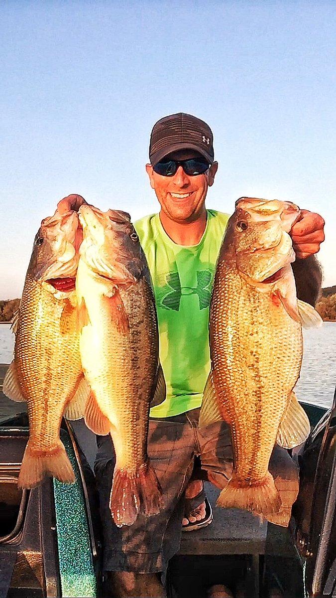 Nothing like having 3 feet of slack knocked into your line from these aggressive Fall fish. @13fishing #fallfishing #pma <br>http://pic.twitter.com/VUzSOfFEvL