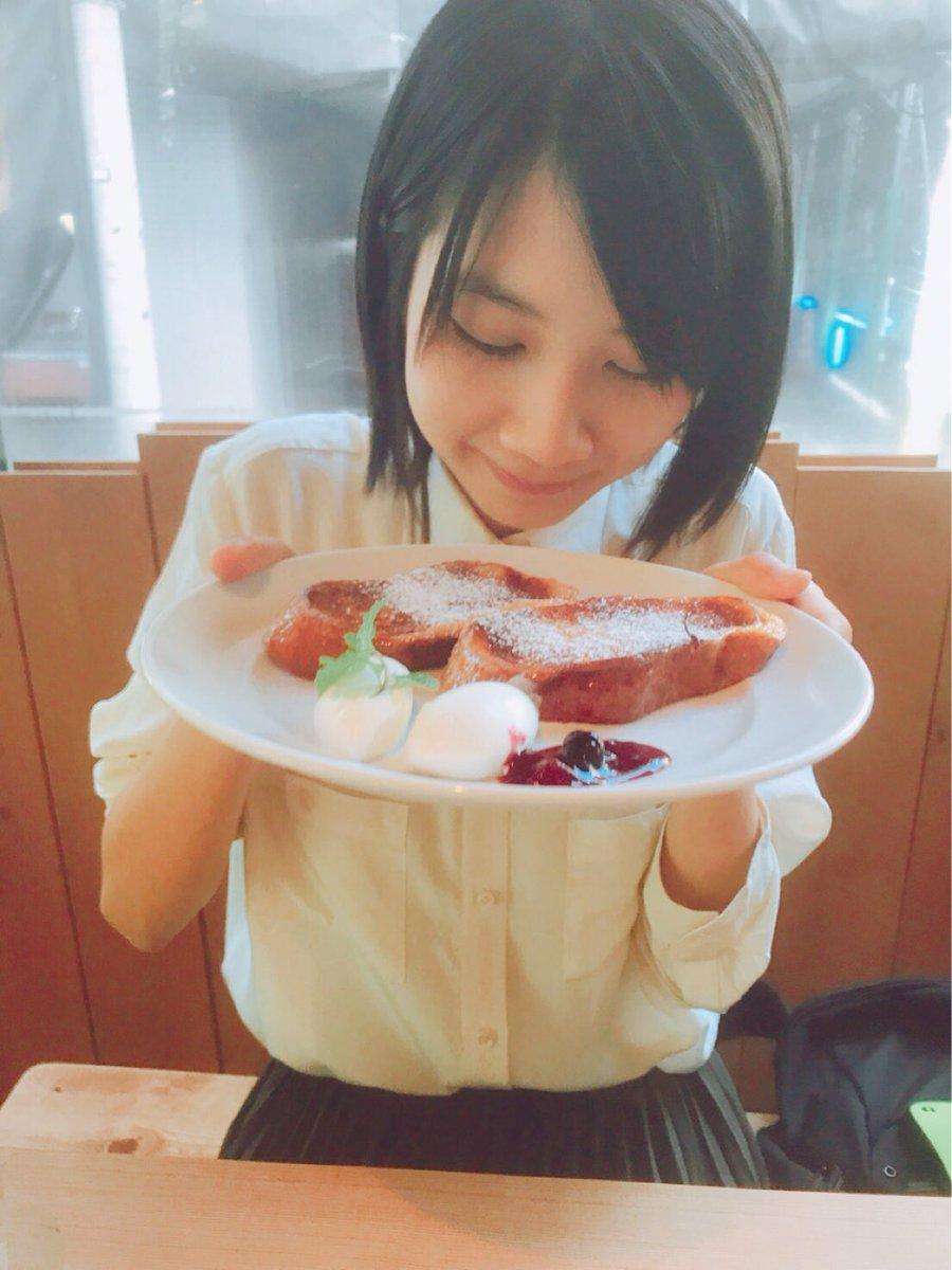 フレンチトーストを食べる松本穂香