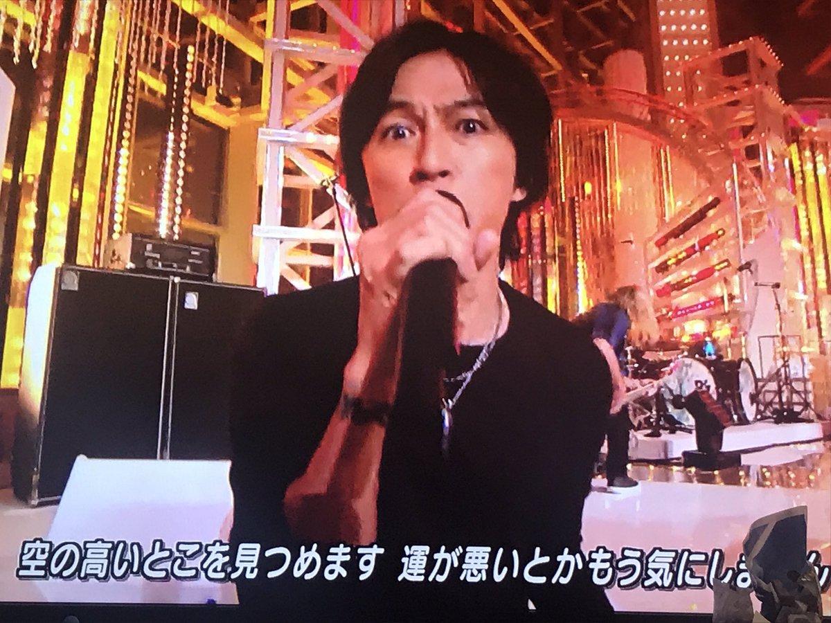 クソかっこいい50代ことB'Z稲葉浩志氏、歌を歌うことで更に若返る不思議体質を披露wwww