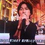 歌うと若返って歌い終わると老ける稲葉さん。 pic.twitter.com/KRZTcd8zYf