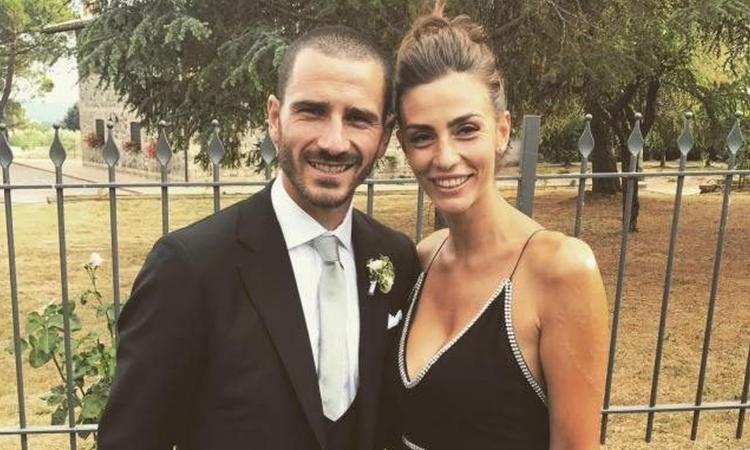 Wife reveals truth about #Bonucci&#39;s swap from #Juve to #ACMilan   http:// bit.ly/2ykyKmn  &nbsp;  <br>http://pic.twitter.com/PklqLE6eSR