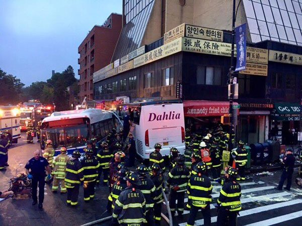 Bus #collision kills 3, injures 16 in #NewYork.  http:// ow.ly/wvlE30ffonV  &nbsp;  <br>http://pic.twitter.com/1d8NV9pyKB