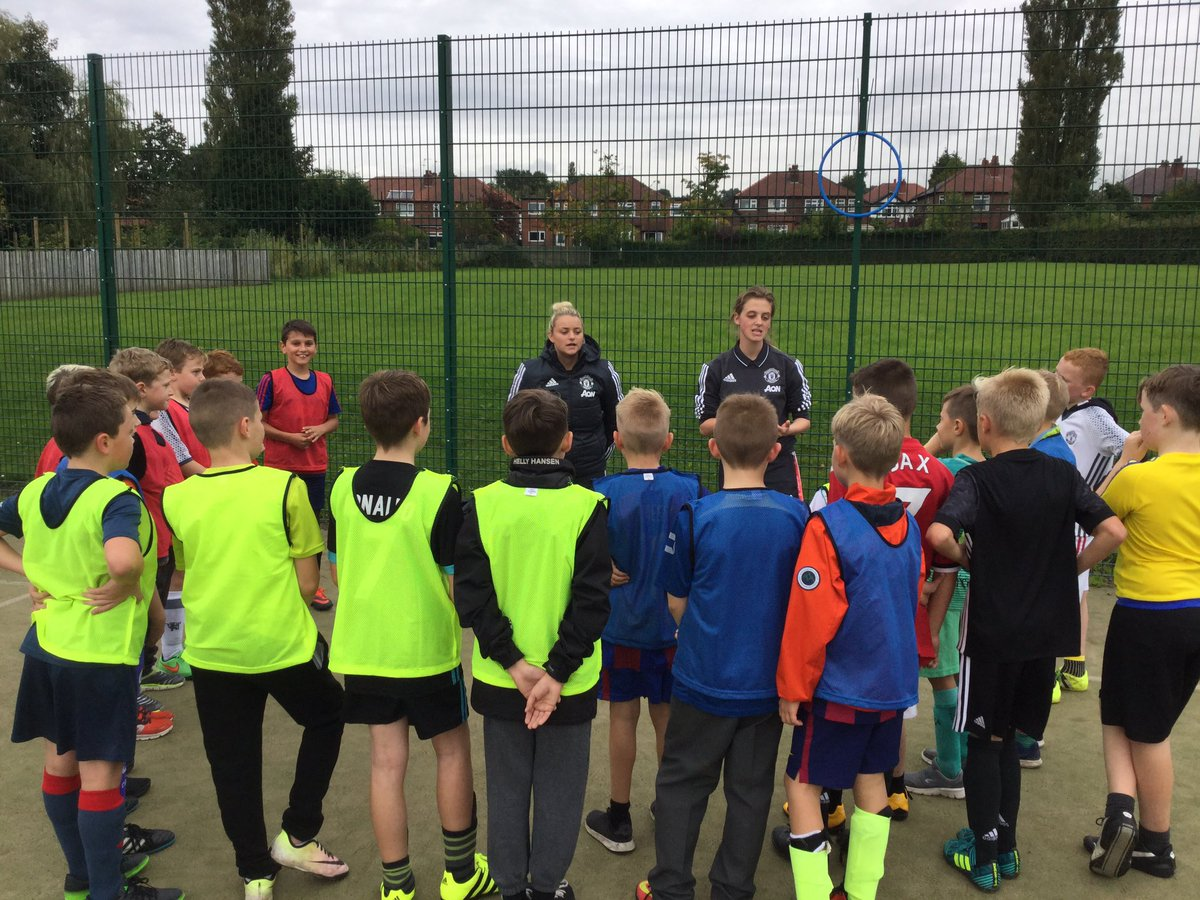 Excellent coaching session for our @RomileyPS footballers. Thank you @MU_Foundation ⚽️